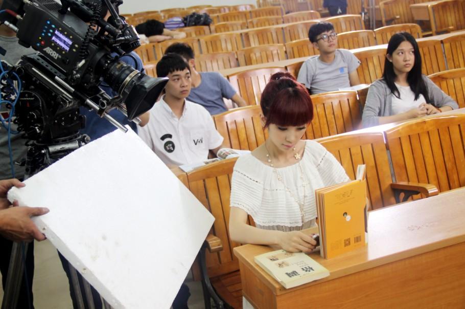 美女主播浪漫校园初恋 梦幻之旅MV拍摄花絮首